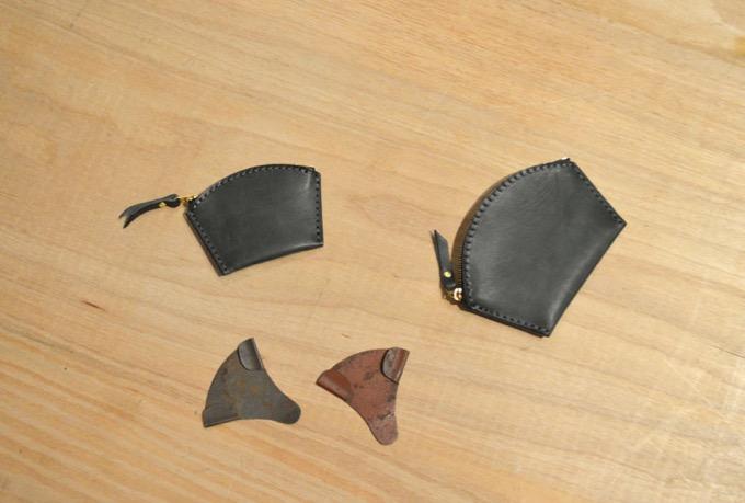 ネイビー馬革の扇形コインケース
